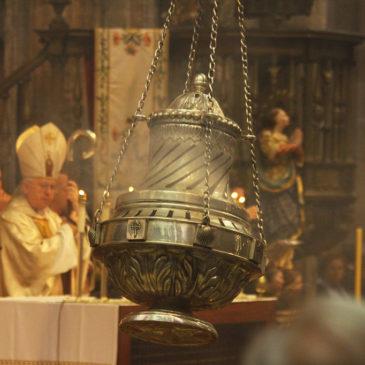 Que dia tem o Botafumeiro e a Missa do Peregrino na Catedral de Santiago de Compostela?